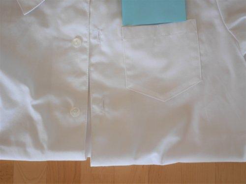 カレーのついた白いシャツ